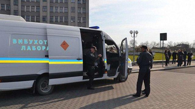 У будівлі львівської податкової вибухівки не знайшли