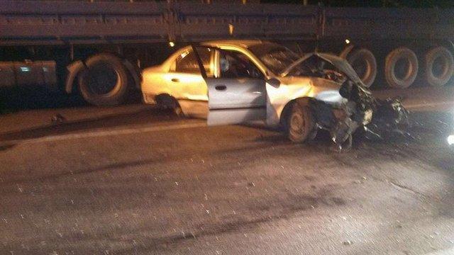 П'яний львів'янин на швидкості в'їхав у відбійник: авто розірвало на шматки