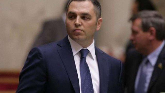 Андрій Портнов похвалився Шенгенською візою, яку отримав у Швейцарському консульстві