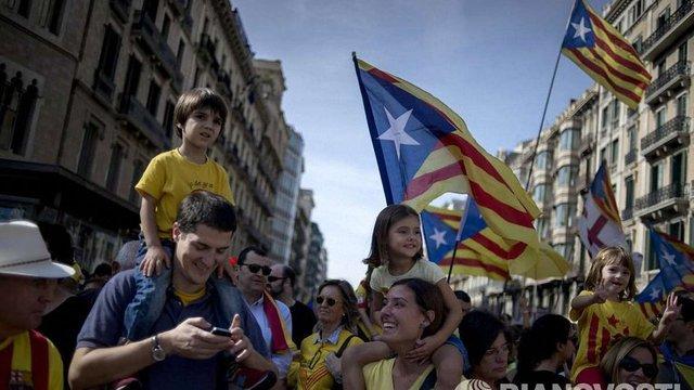 У Каталонії розпочався неформальний референдум за незалежність