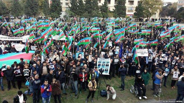 У Баку на опозиційний мітинг зібралися тисячі людей