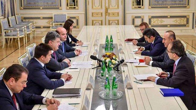 Порошенко закликав Туреччину посилити співпрацю для захисту прав кримських татар