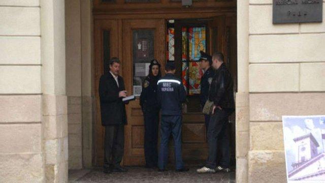 У Львівській міськраді вибухівки не знайшли