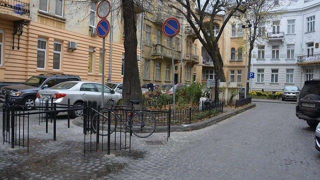 У центрі Львова облаштували новий велопаркінг