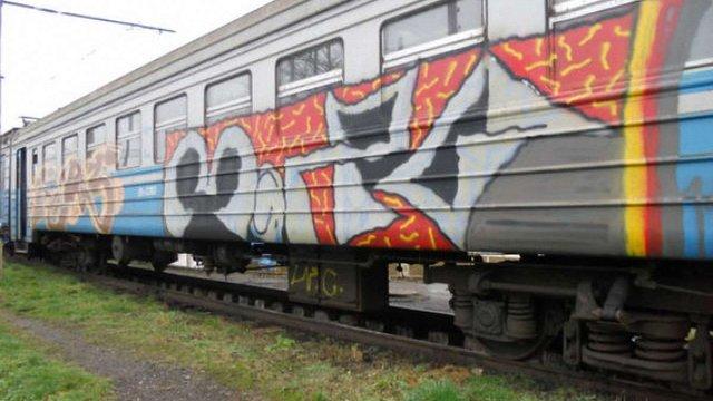 Невідомі розмалювали графіті електричку «Моршин-Львів»