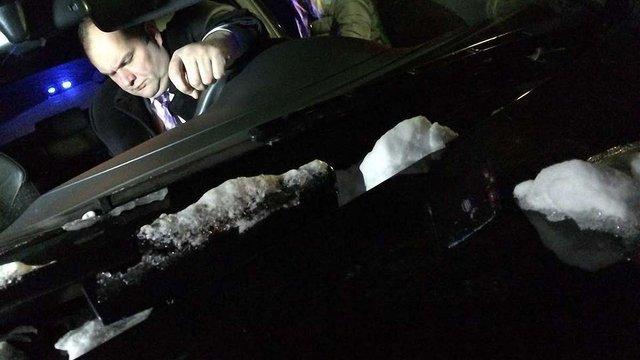 Дніпропетровські автомайданівці затримали п'яного прокурора на краденій автівці з $20 тис.