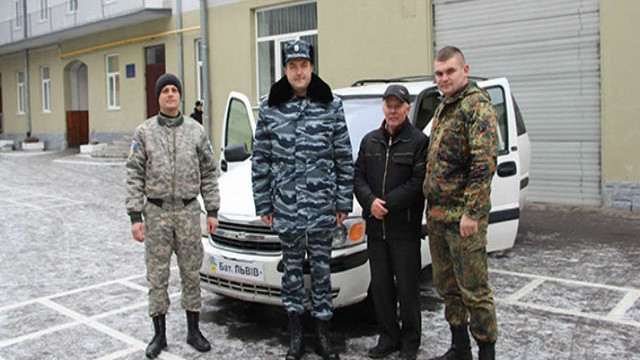 Львів'янин передав бійцям батальйону «Львів» власний мінівен
