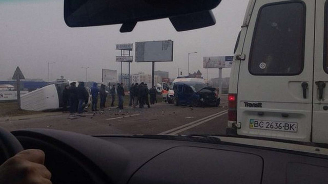 На об'їзній дорозі поза Львовом зіткнулися чотири автомобілі