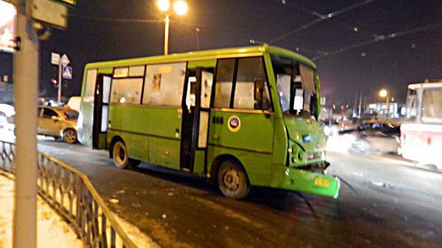 У Харкові, внаслідок масштабного ДТП постраждали 17 людей