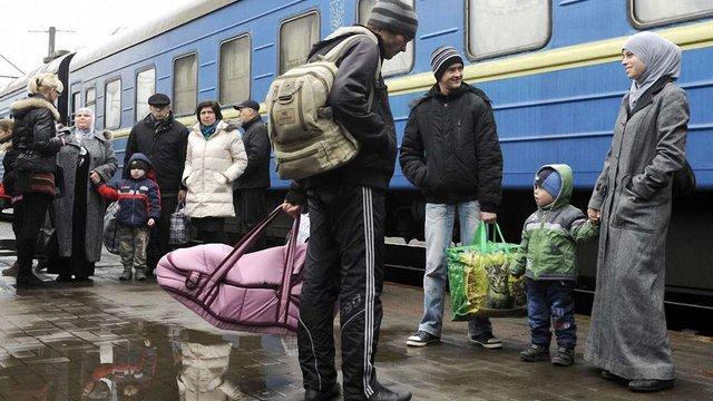 За добу з Донбасу до інших регіонів переселено понад 4 тис. жителів, - РНБО
