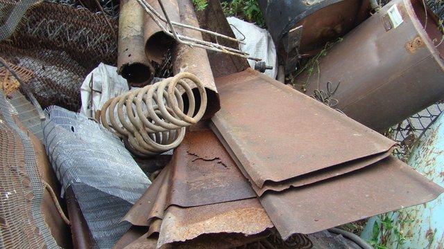 У Харкові, серед металобрухту, знайшли вибухові частини ракет від реактивних установок