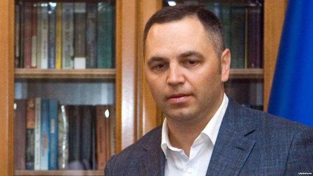 ЄС знімає санкції з трьох соратників Януковича через бездіяльність України, – джерела