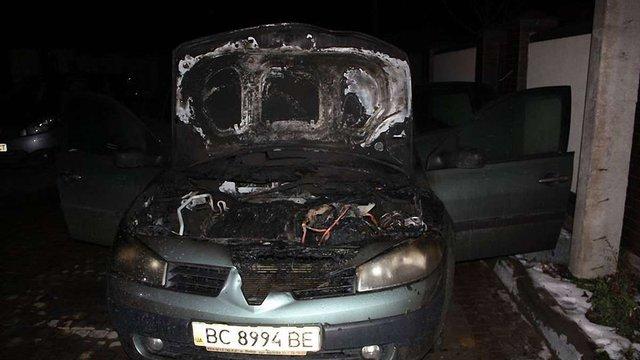 У Брюховичах спалили автомобіль місцевій активістці
