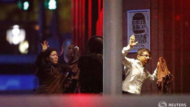 Поліція Сіднея пішла на штурм кафе із заручниками, є поранені