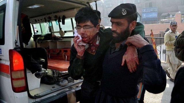 Понад 130 осіб загинуло внаслідок нападу талібів на школу в Пешаварі