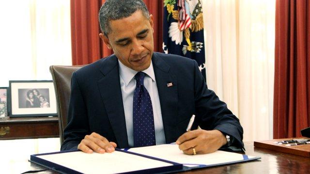 Обама підписав закон про підтримку України, але не про постачання зброї