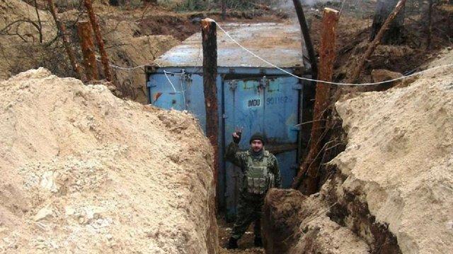 Українським військовим в зону АТО привезли контейнери-криївки