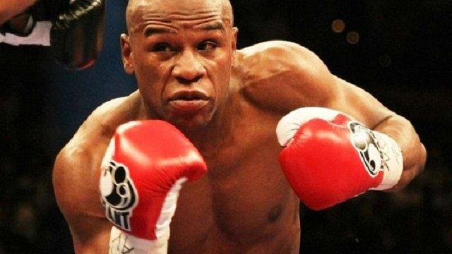 Американському боксеру запропонували $120 млн гонорару за один бій