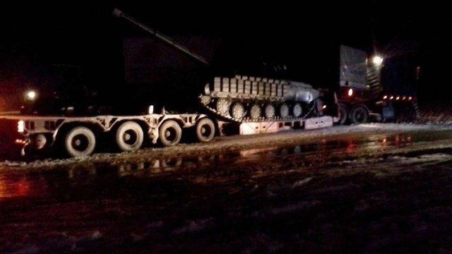 На Львівщині тягач із танком злетіли у кювет
