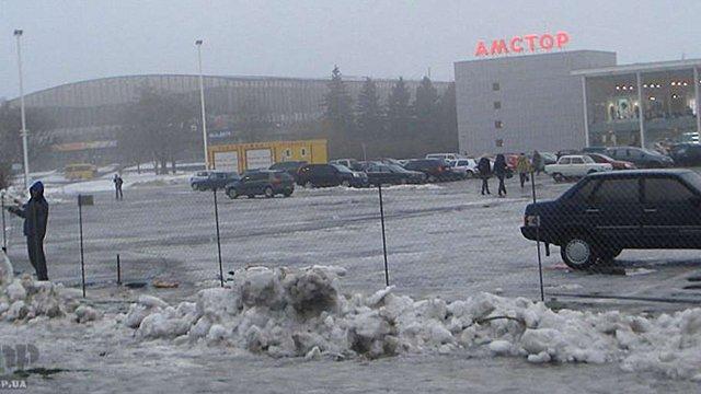 Озброєні особи заблокували магазини мережі «Амстор» у Запоріжжі