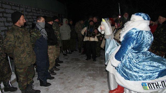 Львівський Дід Мороз привіз бійцям АТО майже 100 кілограм ковбаси