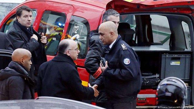 На околиці Парижа невідомий відкрив стрілянину, одного поліцейського вбито