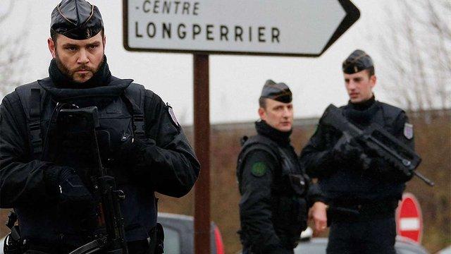 Підозрювані в організації теракту на редакцію Charlie Hebdo взяли заручника