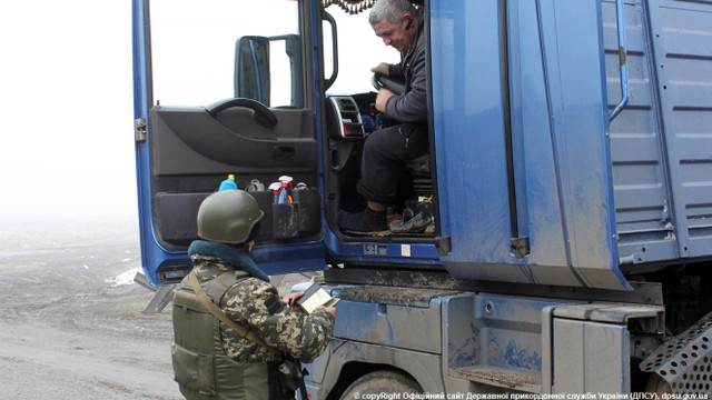 Прикордонники затримали вантажівку з донецьким вугіллям за спробу обійти КПП