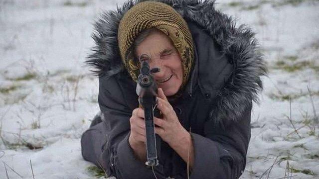На Львівщині 68-річна бабуся прийшла на військовий вишкіл (фото)