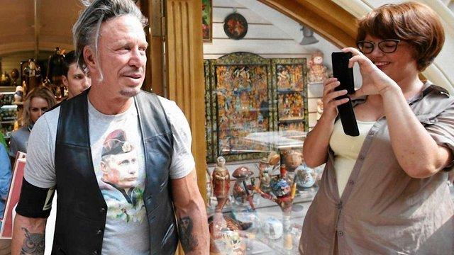За появу у футболці із Путіним Міккі Рурку заплатили $50 тис.