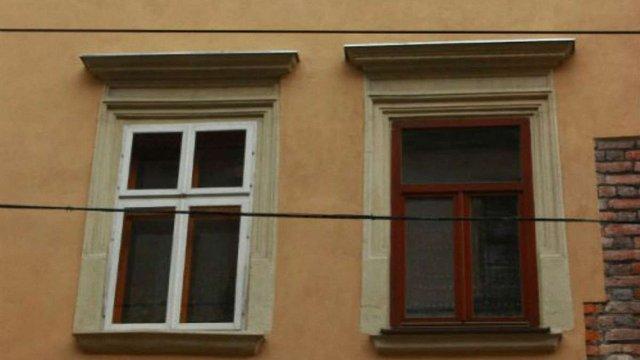 Львів'янка погодилась відновити автентичне вікно без втручання виконавчої служби