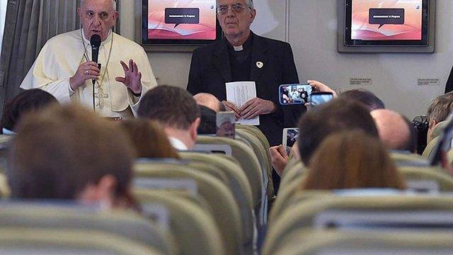 Папа Римський назвав абсурдом вбивство в ім'я Бога, але застеріг від насмішок з віри