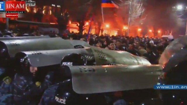 Під час сутичок у вірменському  Гюмрі постраждали 12 людей, протистояння триває