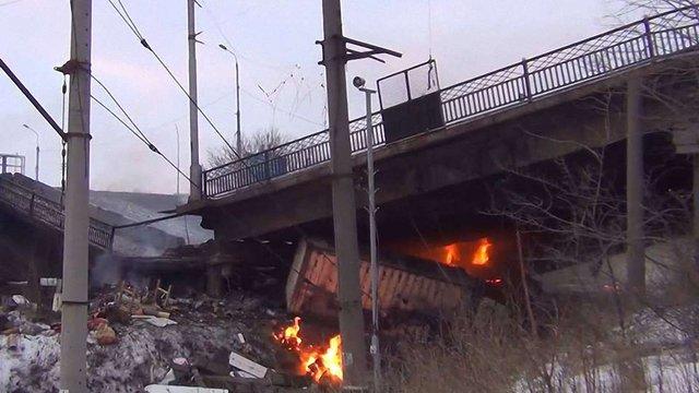 У Донецьку бойовики підірвали Путилівський міст і заблокували в'їзд до міста з півночі
