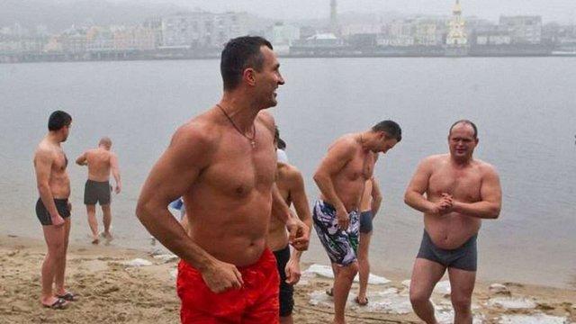 Брати Клички відзначили Водохреща купанням у Дніпрі