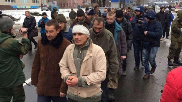 Терористи ДНР провели полонених бійців АТО «коридором ганьби»