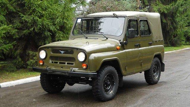 Жителі Рудно з-під Львова подарували односельчанину автомобіль для АТО