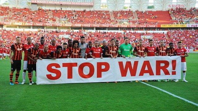 Донецький «Шахтар» вийшов на поле у Бразилії із закликами зупинити війну