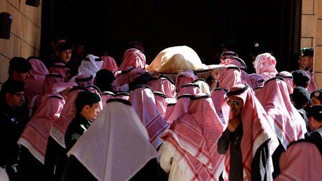 Порошенко повертається з Саудівської Аравії для проведення засідання РНБО