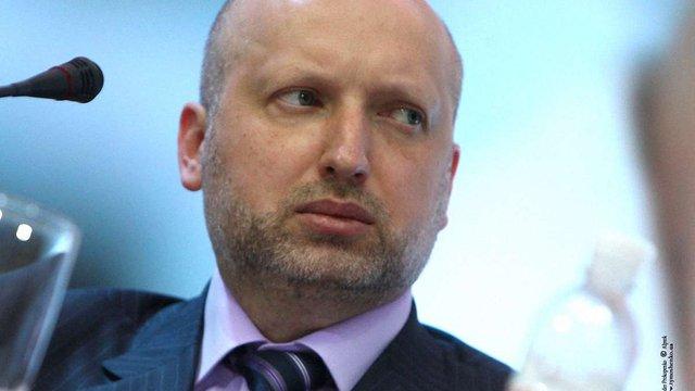 Турчинов не поїхав з офіційним візитом до Польщі через трагедію у Маріуполі