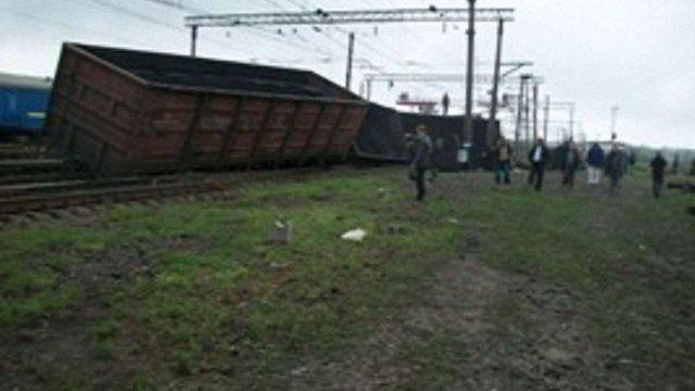 На Львівщині зійшли з рейок 10 вагонів потяга із залізною рудою