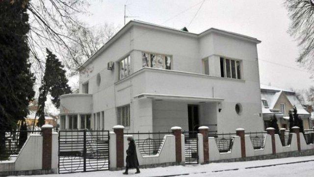 Охочих купити президентську резиденцію у Львові наразі нема
