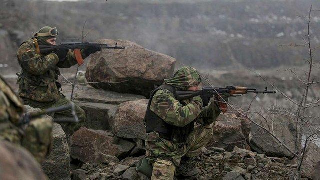 На Луганщині українські війська знищили 10 ворожих танків і 22 бойовика