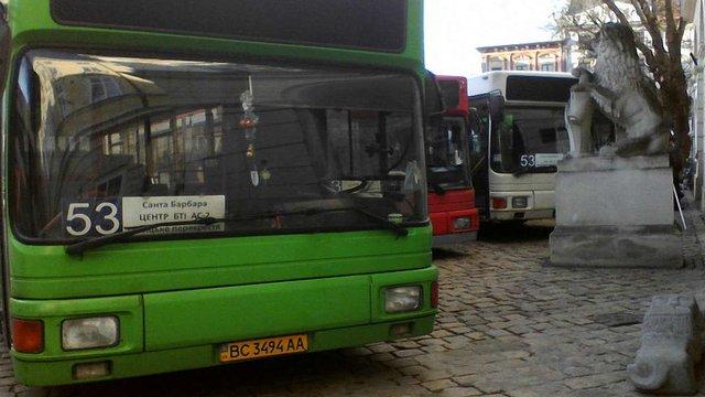 Перевізник «Успіх БМ» знову привіз автобуси до Ратуші