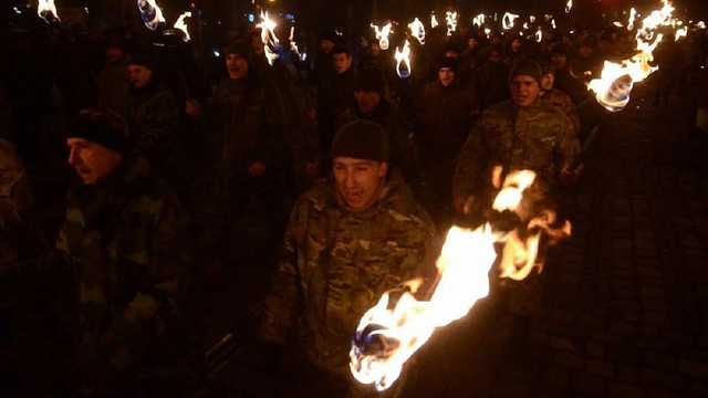 Героїв Крут львів'яни вшанували смолоскипною ходою центром міста