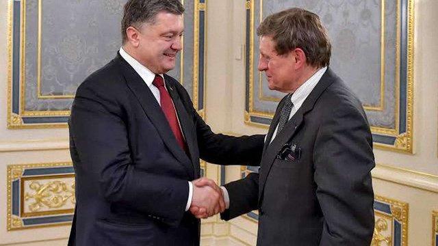 """Порошенко попросив """"батька польських реформ"""" допомогти Україні"""