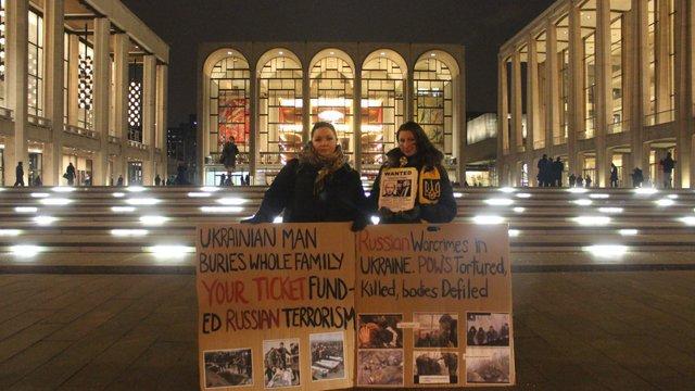 У США не припиняються протести проти виступів пропутінських артистів