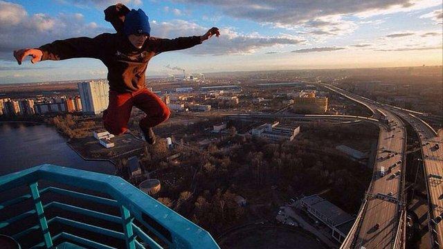 Мустанг, якого розшукують у Росії, опублікував фото із моста у Санкт-Петербурзі