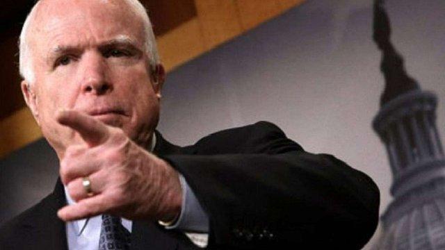 Сенатор США Маккейн закликав негайно надати Україні зброю