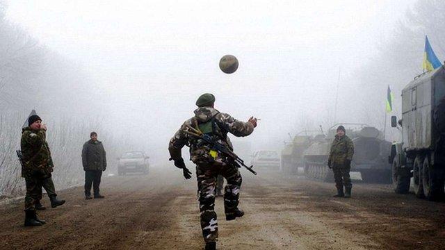 Українські військові використали години перемир'я, щоб зіграти у футбол